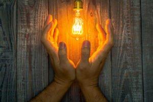 Stromverbrauchsrechner strom sparen Lampe-hand